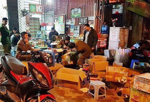 Phát hiện hàng nghìn sản phẩm kích dục trong căn biệt thự ở Hà Nội - Ảnh 1