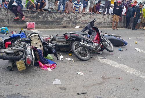 """Lời khai tài xế gây tai nạn thảm khốc ở Long An: """"Nhìn qua kiếng hậu thấy la liệt thi thể nạn nhân"""" - Ảnh 3"""