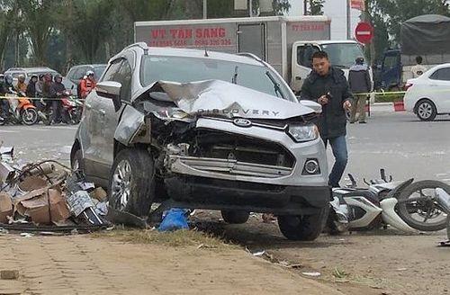 """Tin tai nạn giao thông mới nhất ngày 7/1/2019: Ô tô """"điên"""" tông liên hoàn, 2 vợ chồng thiệt mạng - Ảnh 1"""