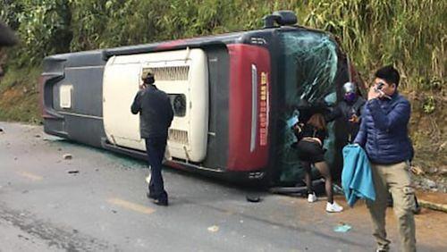 """Tin tai nạn giao thông mới nhất ngày 7/1/2019: Ô tô """"điên"""" tông liên hoàn, 2 vợ chồng thiệt mạng - Ảnh 3"""