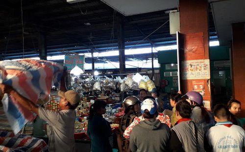 Điều tra vụ nữ tiểu thương bất ngờ bị truy sát, đâm gục tại chợ - Ảnh 2