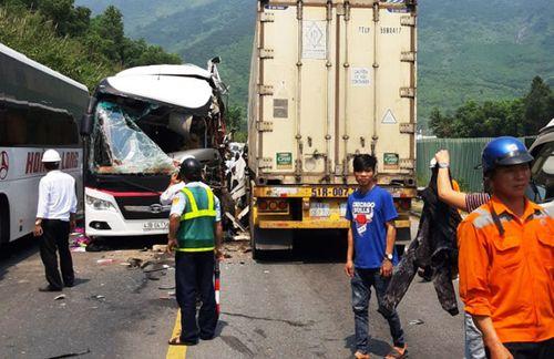 Tin tai nạn giao thông mới nhất ngày 19/2/2019: Ô tô khách tông xe máy, ông tử vong, cháu bị thương - Ảnh 3