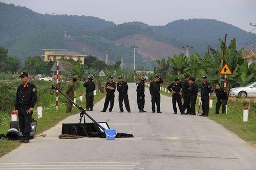 Vụ nhóm buôn ma túy ôm súng, lựu đạn cố thủ trong ôtô: Bắt thêm 3 nghi phạm - Ảnh 1