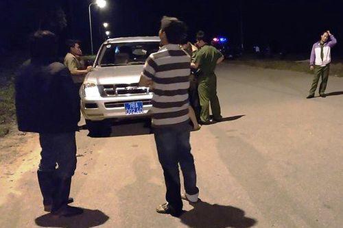 Vụ Việt kiều bị tạt axit, cắt gân chân: Người thân bất ngờ khi anh trai nạn nhân khóa số điện thoại - Ảnh 1
