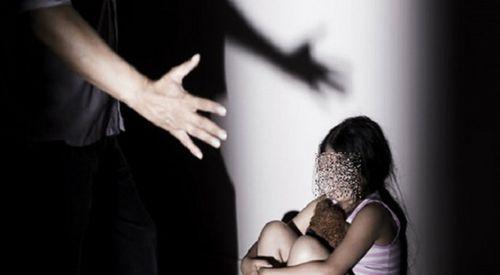 Bé gái 7 tuổi trình báo bị nam thanh niên dâm ô khi đang nằm ngủ - Ảnh 1