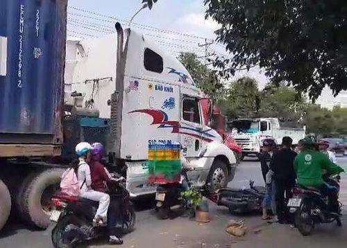 Tin tai nạn giao thông mới nhất ngày 27/2/2019: Đang cứu hộ trên cao tốc, tài xế container bị tông chết - Ảnh 3