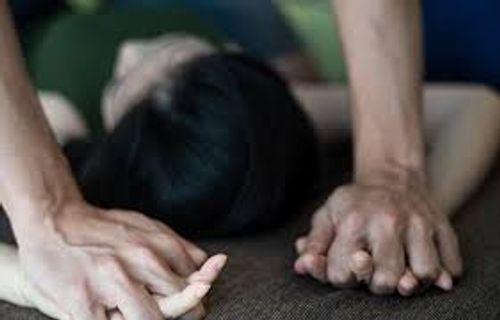 Gã trai dụ thiếu nữ 16 tuổi lên sân thượng chung cư rồi dùng vũ lực cưỡng hiếp - Ảnh 1