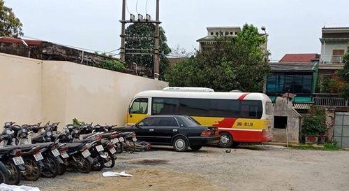 """Vụ hành khách bị đánh dã man: Nữ chủ xe dù """"ngụy trang"""" thành xe buýt ra trình diện - Ảnh 1"""