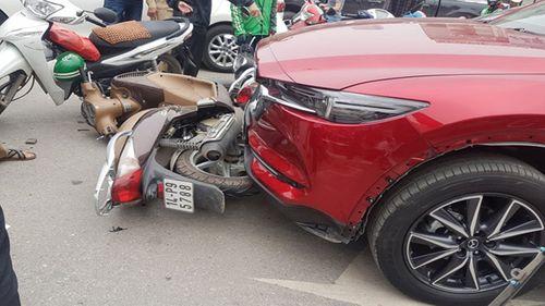 """Tin tai nạn giao thông mới nhất ngày 15/3/2019: Thanh niên nghi """"ngáo đá"""" tông xe liên hoàn - Ảnh 3"""
