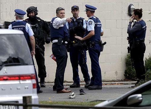 """Vụ xả súng đẫm máu ở New Zealand: """"Người hùng"""" giật súng từ tay kẻ tấn công - Ảnh 1"""