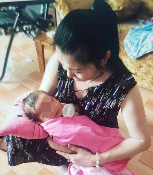 """2 tháng nuôi dưỡng bé gái bị bỏ rơi, nữ chủ tịch phường bất ngờ bị """"đòi con"""" - Ảnh 1"""
