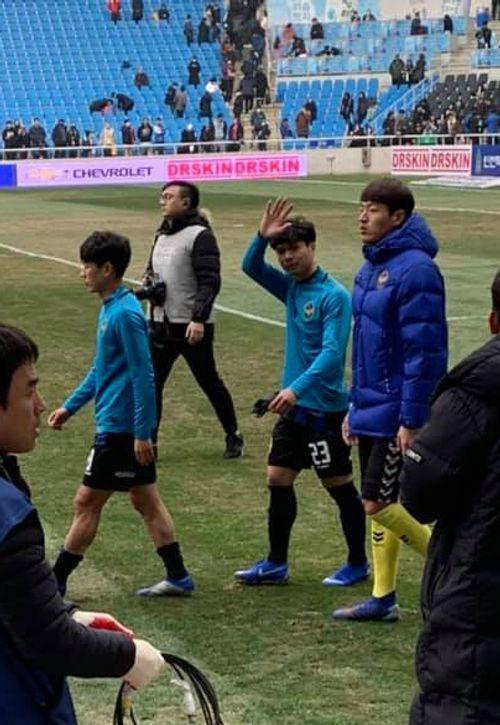 HLV Incheon tiết lộ lý do bất ngờ khi không tung Công Phượng vào sân trong trận ra quân K-League - Ảnh 1
