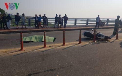 Tin tai nạn giao thông mới nhất ngày 3/3/2019: Đội thúng trên đầu đi qua đường, người phụ nữ bị xe tông chết - Ảnh 2