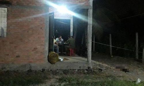 Vụ người phụ nữ chết trước cửa nhà: Con gái 16 tuổi bất ngờ đầu thú khai giết mẹ ruột - Ảnh 1