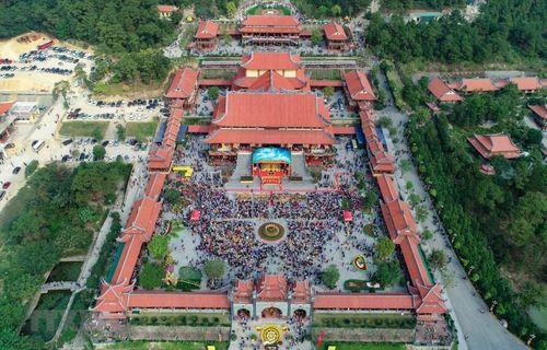 """Nghi vấn chùa Ba Vàng truyền bá """"vong báo oán"""": Bộ Văn hóa, Thể thao và Du lịch vào cuộc - Ảnh 1"""