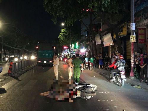 Ngã xuống đường, người phụ nữ bị xe rác cán tử vong trong đêm - Ảnh 1