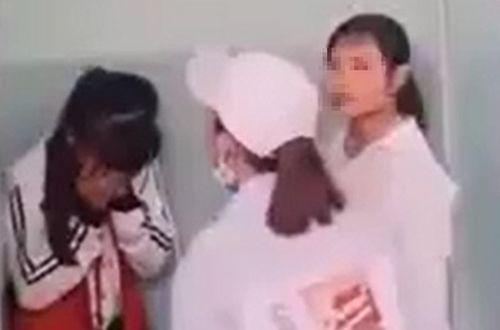Vụ nữ sinh lớp 7 bị vây đánh hội đồng trong nhà vệ sinh: Buộc 3 nữ sinh thôi học một tuần - Ảnh 1