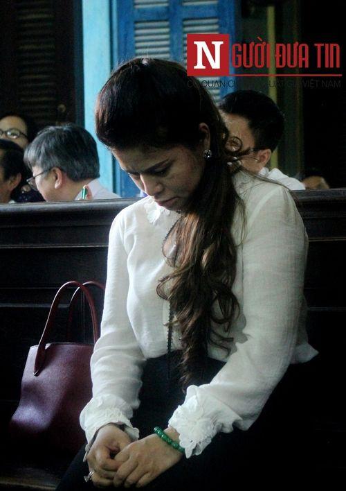 """Nụ cười của """"vua cà phê"""" và giọt nước mắt trong im lặng của bà Lê Hoàng Diệp Thảo trong buổi xét xử ly hôn - Ảnh 5"""