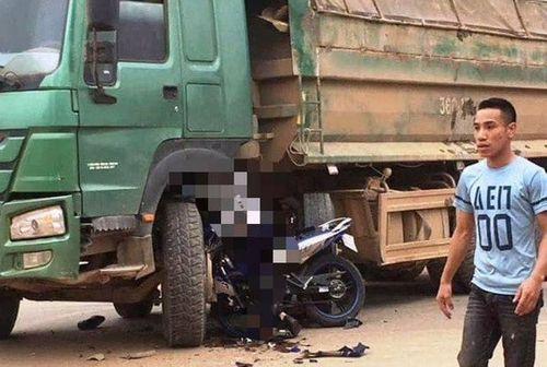 Tin tai nạn giao thông mới nhất ngày 8/3/2019: Máy xúc rơi khỏi ôtô, đè chết người đi xe máy - Ảnh 3