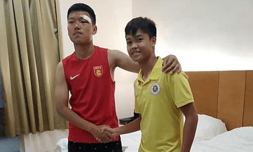 Đội trưởng U17 Hà Nội tới tận phòng xin lỗi cầu thủ Trung Quốc sau pha đấm vào mặt - Ảnh 1