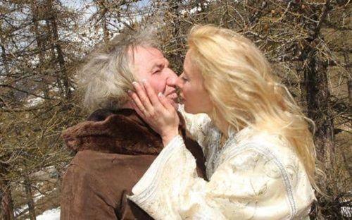 Người phụ nữ xinh đẹp đồng ý cưới cụ ông 67 tuổi và cái kết không ngờ - Ảnh 3