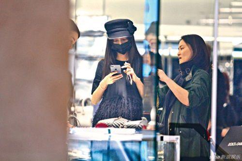 Hình ảnh Angelababy gầy mảnh mai bế bụng bầu tháng cuối đi mua sắm - Ảnh 6