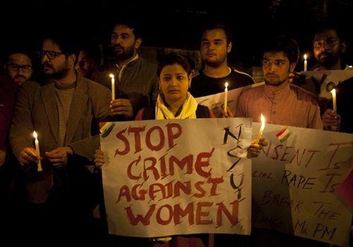 Bé gái 12 tuổi nguy kịch vì bị 4 thầy giáo cưỡng hiếp - Ảnh 1