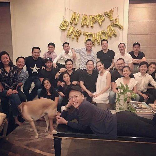 HH Thu Thảo bật khóc, hôn bạn trai đại gia khi được bí mật tổ chức sinh nhật - Ảnh 2