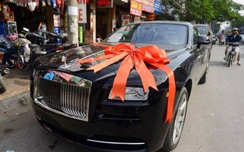 Chồng đại gia tặng siêu xe và mang 21 tráp lễ hỏi cưới Hoa hậu Thu Ngân - Ảnh 3