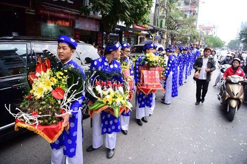 Chồng đại gia tặng siêu xe và mang 21 tráp lễ hỏi cưới Hoa hậu Thu Ngân - Ảnh 2