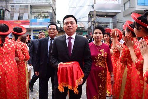 Chồng đại gia tặng siêu xe và mang 21 tráp lễ hỏi cưới Hoa hậu Thu Ngân - Ảnh 1