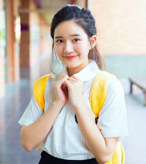 Nhan sắc nữ sinh Trung Quốc bị chụp lén vì quá xinh đẹp - Ảnh 2