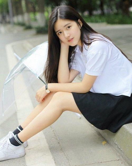Nhan sắc nữ sinh Trung Quốc bị chụp lén vì quá xinh đẹp - Ảnh 9