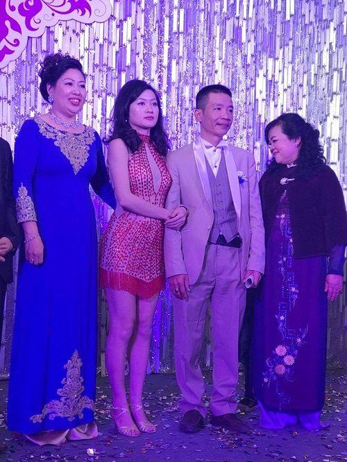 """Tuấn Hưng hát mừng đám cưới của tác giả """"Bà tôi"""" và vợ kém 17 tuổi - Ảnh 3"""