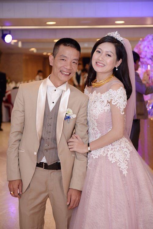 """Tuấn Hưng hát mừng đám cưới của tác giả """"Bà tôi"""" và vợ kém 17 tuổi - Ảnh 2"""