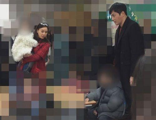 Tài tử Jang Dong Gun lần đầu lộ diện cùng vợ và hai con - Ảnh 2