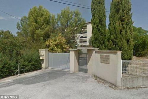 Pháp: Tấn công nhà dưỡng lão, 70 tu sỹ bị bắt làm con tin - Ảnh 1
