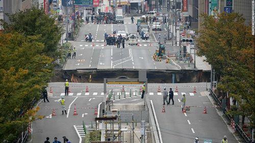 Hố tử thần tại Nhật Bản có dấu hiệu sụt lún một lần nữa - Ảnh 1