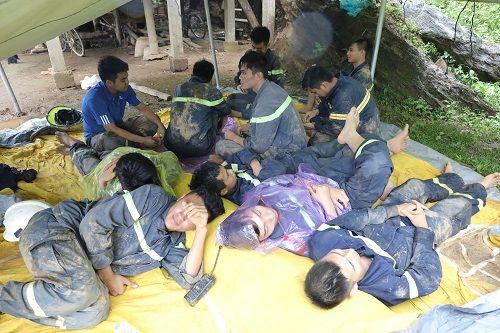 Video: Hiện trường vụ sạt lở, 18 người bị vùi lấp ở Hòa Bình - Ảnh 8