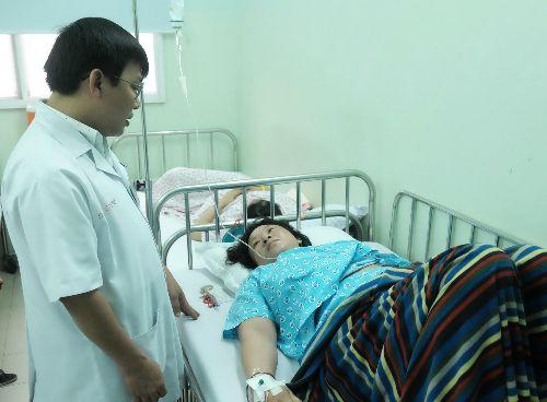 Tình huống nguy hiểm lộn tử cung khi sinh, sản phụ suýt chết vì mất 4 lít máu - Ảnh 1