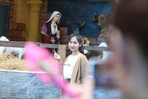Giới trẻ Hà Thành hào hứng với tham dự hội chợ Giáng sinh 2018 - Ảnh 8