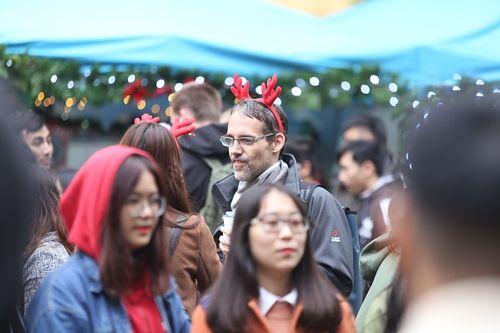 Giới trẻ Hà Thành hào hứng với tham dự hội chợ Giáng sinh 2018 - Ảnh 7
