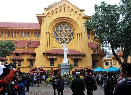 Giới trẻ Hà Thành hào hứng với tham dự hội chợ Giáng sinh 2018 - Ảnh 2