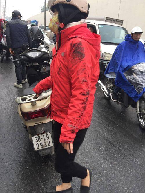 Hàng chục xe máy đang đổ la liệt trong hầm chui Kim Liên - Ảnh 2