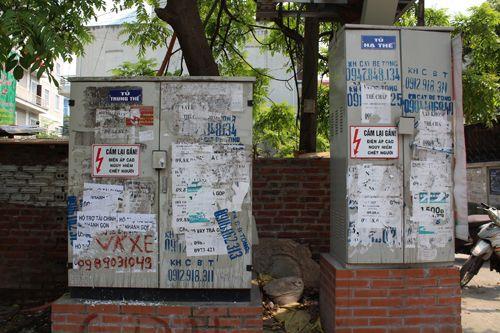 Chùm ảnh: Quảng cáo, rao vặt lem nhem khắp Thủ đô - Ảnh 3