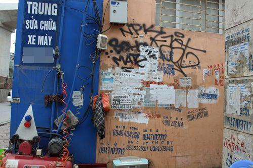 Chùm ảnh: Quảng cáo, rao vặt lem nhem khắp Thủ đô - Ảnh 4