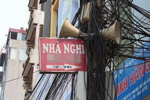Chùm ảnh: Quảng cáo, rao vặt lem nhem khắp Thủ đô - Ảnh 6