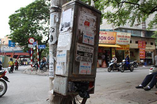 Chùm ảnh: Quảng cáo, rao vặt lem nhem khắp Thủ đô - Ảnh 9