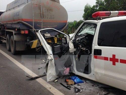 Xe cấp cứu gây tai nạn khiến người đi bộ tử vong tại chỗ - Ảnh 1