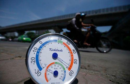 Hình ảnh  người dân Thủ đô căng mình ở nhiệt độ 40 độ C - Ảnh 1